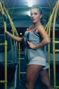 devushka-avtobus-tnt-tancy